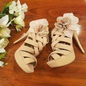 Qupid Cream Strappy Zipper Back Floral Heels Sz 9